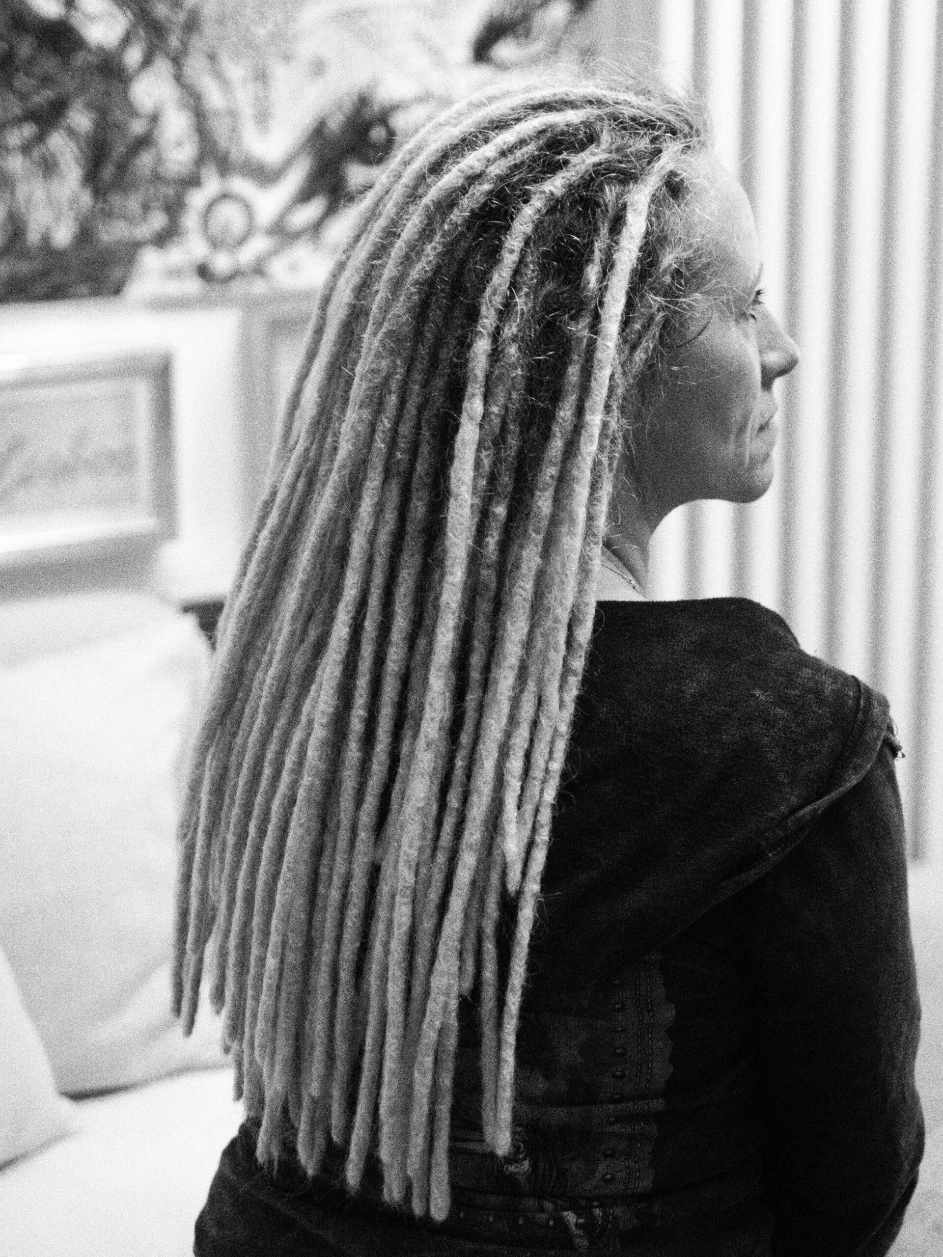 lady with dreads, dreadlocks, dreadlocks in Stuttgart machen, making locs in stuttgart, dreadlocks in bw, dreadlockpflege in stuttgart,